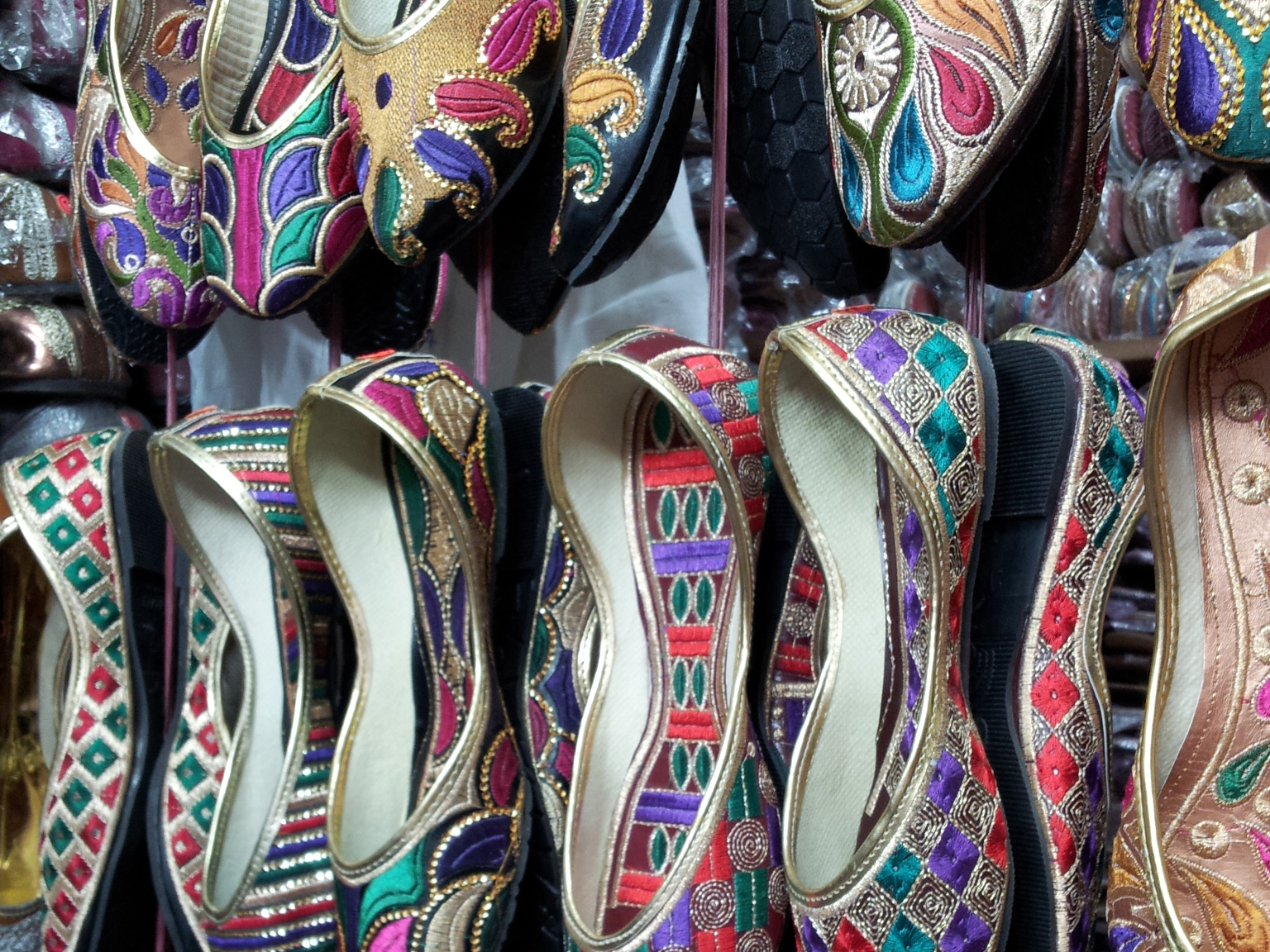 Shopping in New Delhi, shops in new delhi, delhi markets