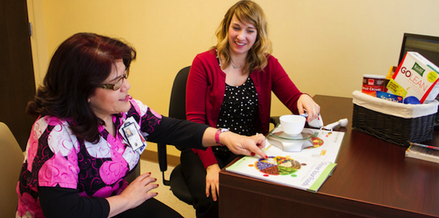 dietitian providing diabetes treatment counseling