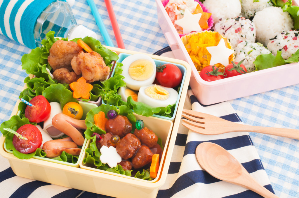 A bento box is a great way to produce healthy lunchbox recipes.