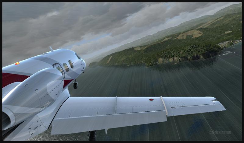 Phenom 100 en virage vers Clallam Bay, pour l'aéroport de Sekiu