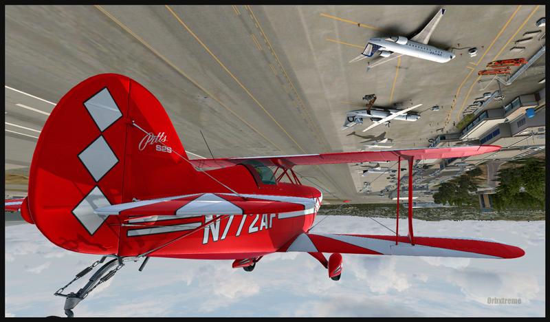 Un Pitts Special en vol inversé au-dessus de l'aéroport de Monterey, Californie (FSX)