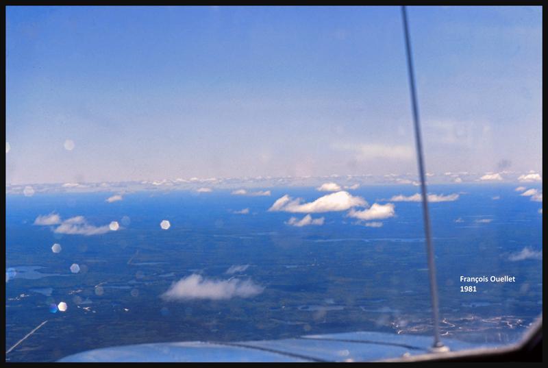 Cessna C170B en vol au-dessus du Canada, été 1981.