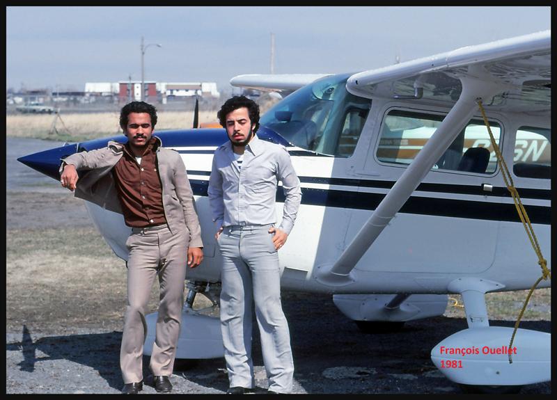 Deux étudiants Égyptiens à une école de pilotage de St-Jean-sur-Richelieu en 1981