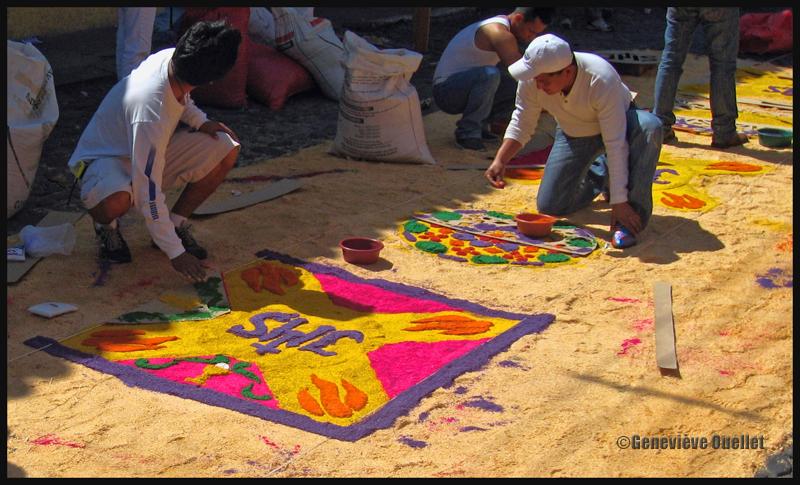 Tapis de fleurs créé par des experts durant la période de Pâques à Antigua, Guatémala
