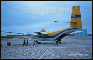 DHC-4 Caribou C-GVGX de Propair à Inukjuak en 1982