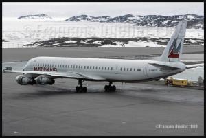 C-GMXD DC-8-61 de Nationair à Iqaluit en 1989