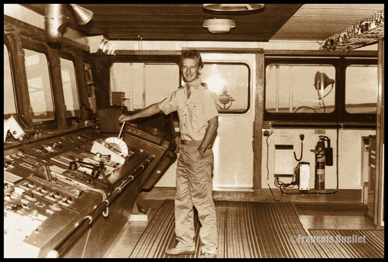 La timonerie d'un navire de marchandise ravitaillant Inukjuak en 1982