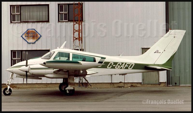 Cessna 310 C-GAFO stationné sur la rampe à Rouyn-Noranda durant les années '80