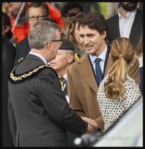 Le maire d'Ottawa Jim Watson et le nouveau Premier ministre désigné Justin Trudeau à Ottawa en 2015
