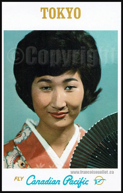 "Modèle et ""Tokyo fly Canadian Pacific"" sur carte postale d'aviation"