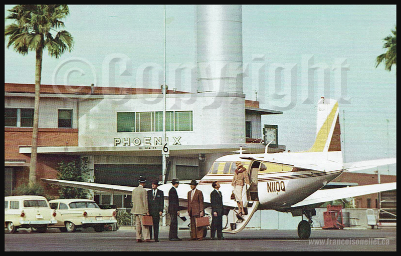 Passagers et le Beechcraft Model 65 Queen Air sur carte postale