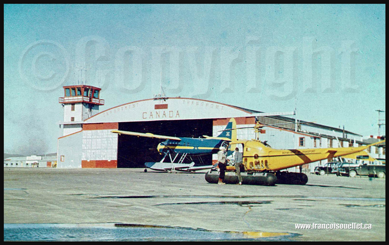 Carte postale d'aviation avec Department of Transport Canada à Frobisher Bay, NWT