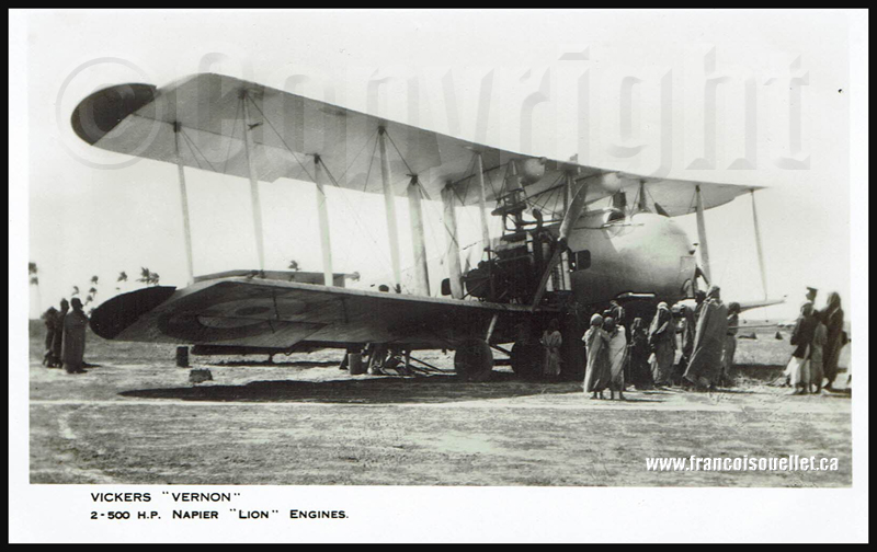 Africains autour d'un Vickers Vernon sur carte postale aviation