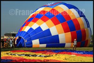 La préparation de la montgolfière C-FNHP débute au festival de St-Jean-sur-Richelieu en 2012