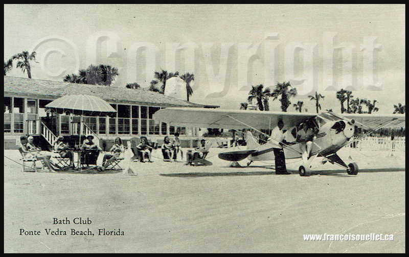 Vacanciers et un Piper Cub au Bath Club de Ponte Vedra Beach en Floride sur carte postale aviation