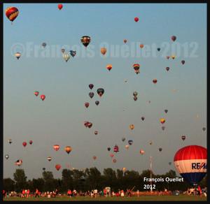 Visiteurs et montgolfières au festival de St-Jean-sur-Richelieu 2012