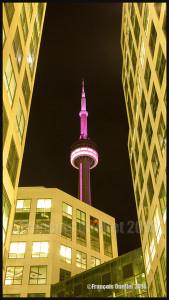 Tour du CN durant la nuit à Toronto, Ontario (2016)