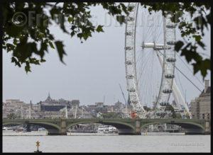 Photos de l'Angleterre: vue du London Eye à partir du bord de la Tamise, lors d'une journée pluvieuse de 2015