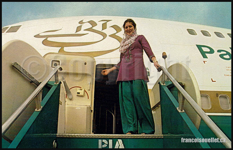 Agent de bord de Pakistan International Airlines sur carte postale aviation