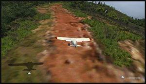 Un Piper Pacer virtuel s'apprête à atterrir sur la piste courbée d'Ononge (ONB) en Papouasie Nouvelle-Guinée PNG (FSX). (Il est possible de voir la courbe débutant au haut de l'image)