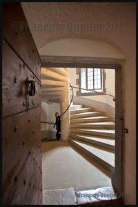 Escalier spiralé du Château de Gruyères, Suisse 2013