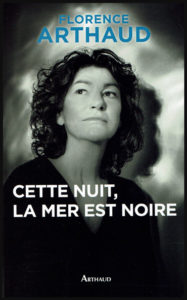 """Page couverture du livre de Florence Arthaud: """"Cette nuit, la mer est noire""""."""