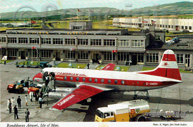 Vickers Viscount G-AMOH sur l'aéroport de Ronaldsway, Isle of Man avec personnel au sol sur carte postale aviation