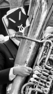Photographie de rue: un extra-terrestre musicien