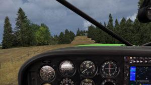 Atterrissage sur la courte piste en pente et en gazon de Limberlost Ranch