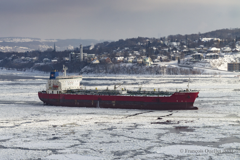 The Nave Equinox oil tanker with Lévis in the background during winter 2020.