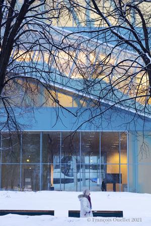 Une section du Musée National des Beaux-Arts du Québec (MNBAQ) en hiver.