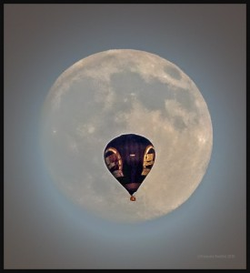 CHOI-Radio-hot-air-balloon-and-the-moon