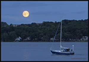 IMG_7802-Blue-Moon-on-St-Lawrence-Seaway-near-Quebec-City-2015-web