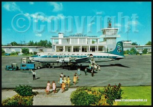 Olympic-Airways-DC-6B-SX-DAD-with-passengers-at-Corfu-airport-on-aviation-postcard-web
