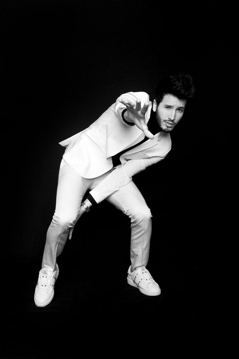 Sebastian Yatra por ricardo pinzon fotografo colombia