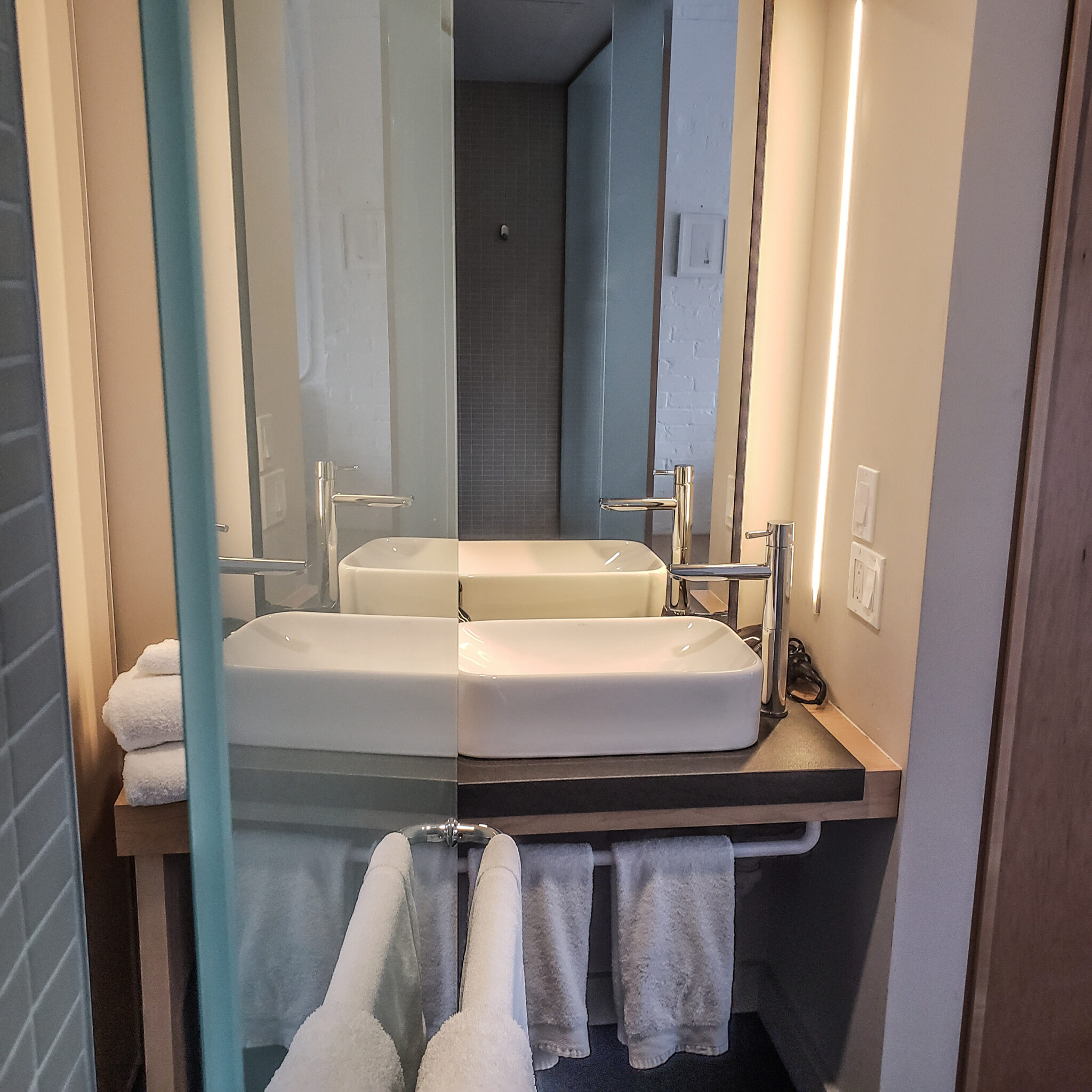 Annex Hotel - The Annex Toronto - Boutique Hotel - Room - Bath