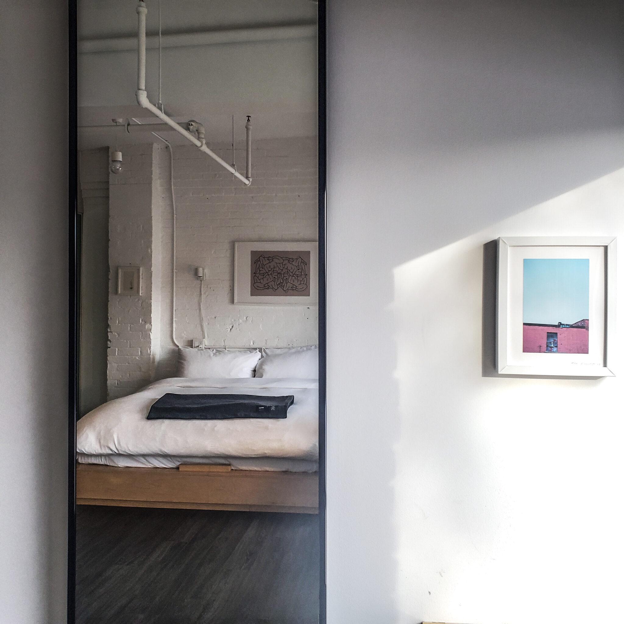 Annex Hotel - The Annex Toronto - Boutique Hotel - Room - Mirror