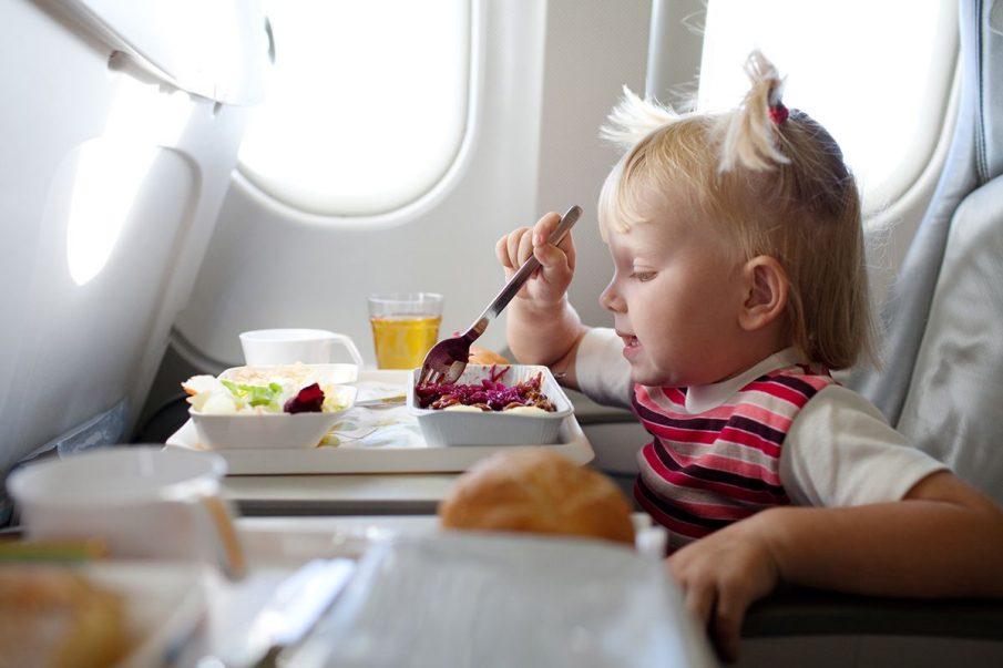 Comida no avião: como levar alimentos em voos? Veja as principais regras de bagagem