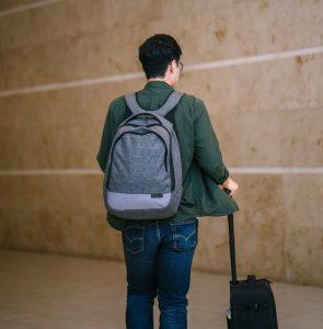 Dicas e vantagens de viajar apenas com bagagem de mão