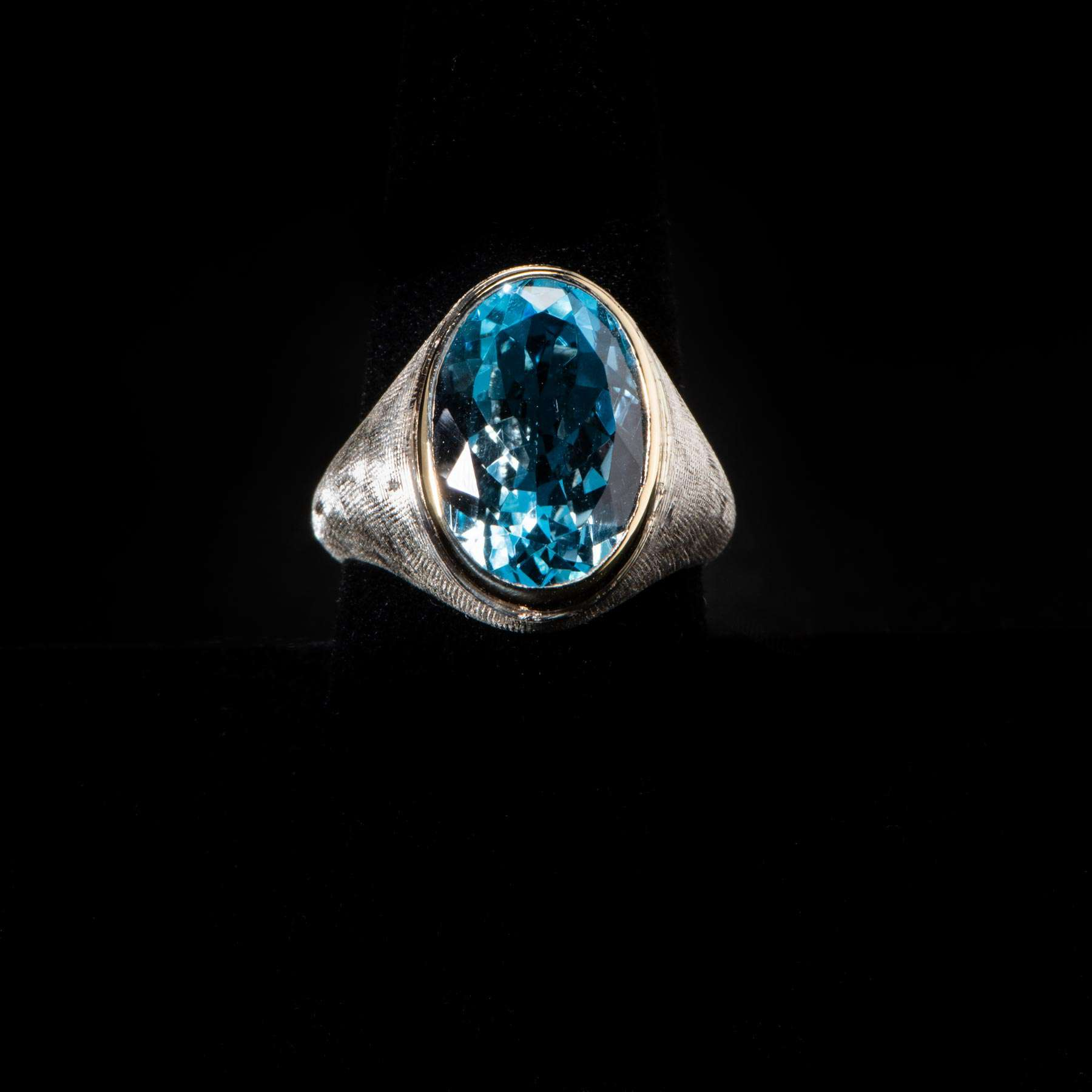 10-125RIO, Gentlemans Sterling SIlver Blue Topaz 35.Cts, Ring