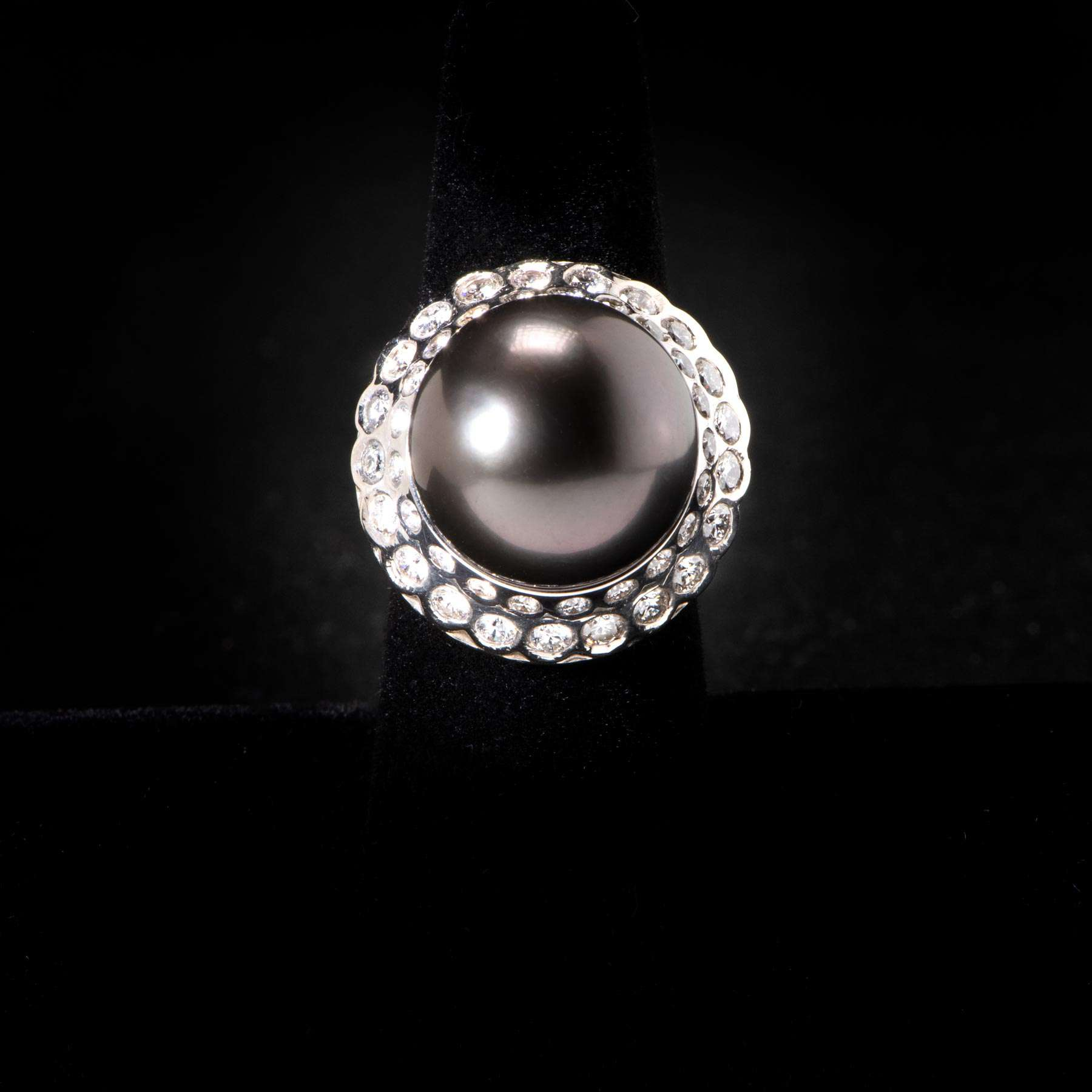 10-QW18K W G Ring W INterachanglable 17.5MM Tahitan S S Seas Pearl Centers & Apx 1/1/2 Cts. of Dias