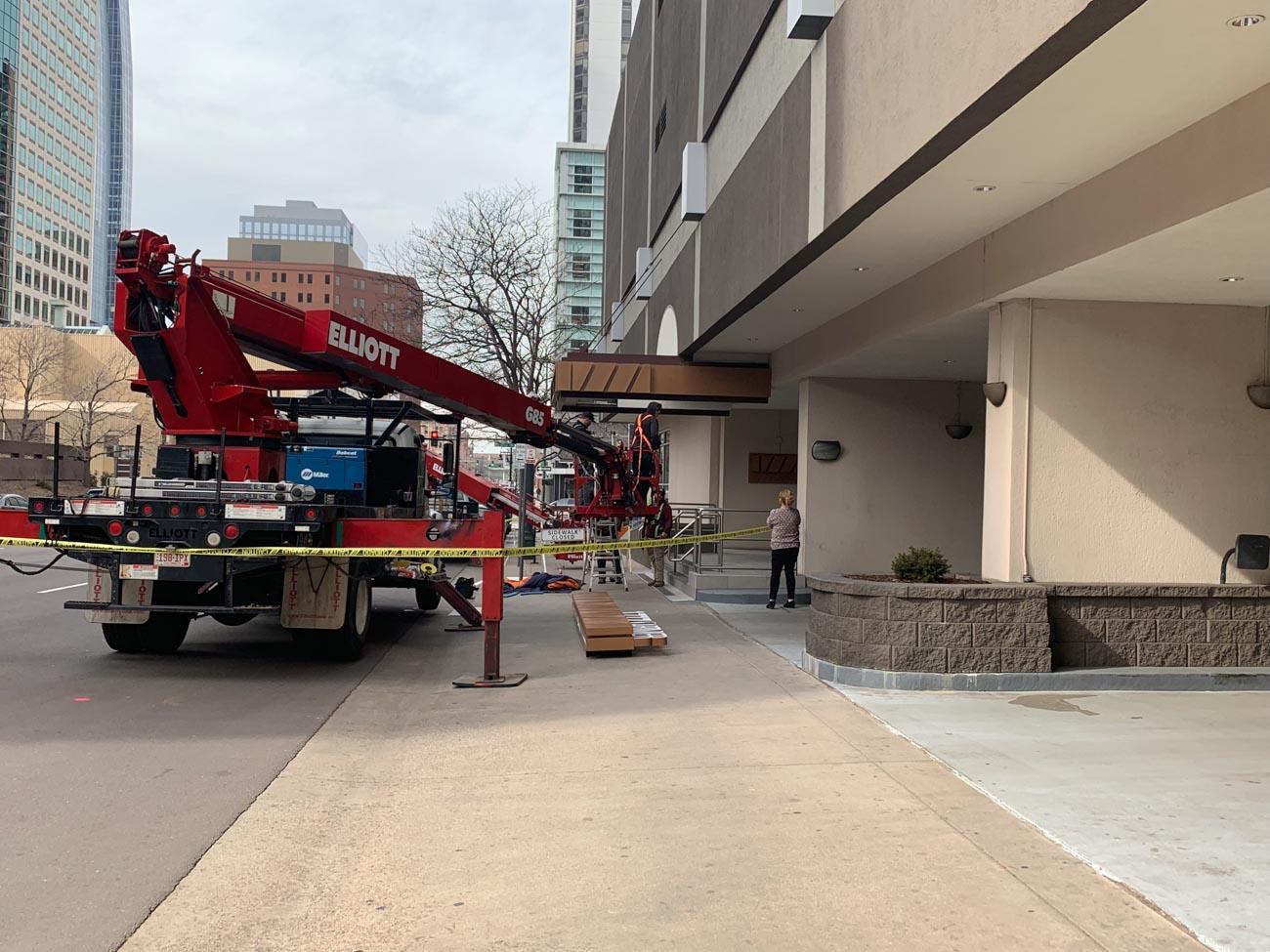 Sign installation crane