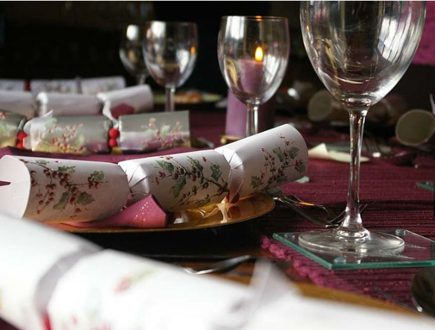 christmas cracker table