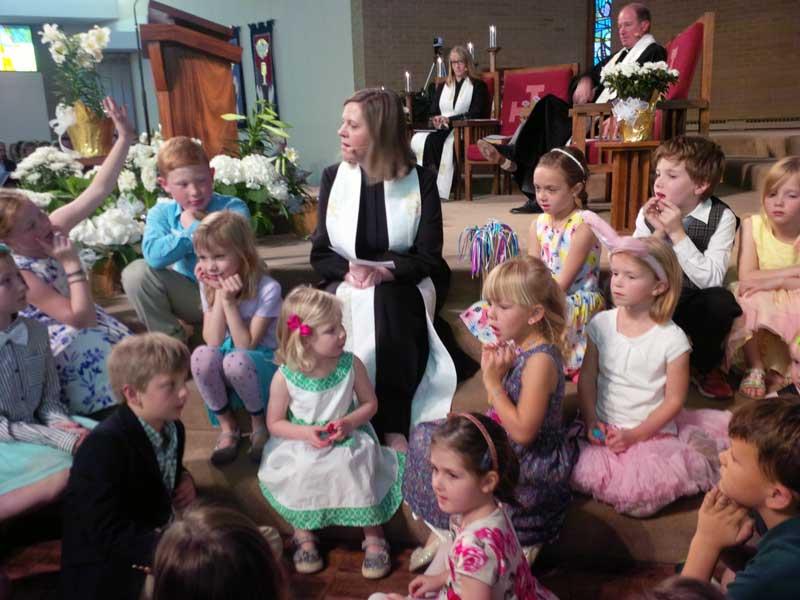 Reverend Katie Robb Davis with children at Wellshire Presbyterian Church