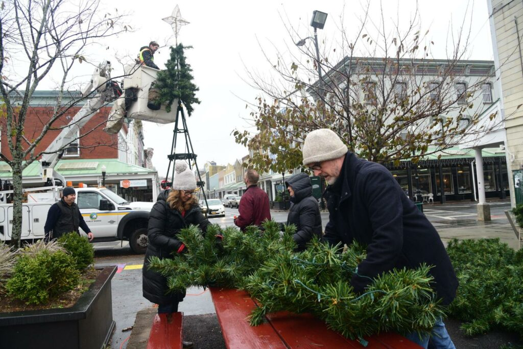 KUBA - Kingston Uptown Business Association Snowflake Festival, Christmas tree goes up in Kingston, N. 2019 Photo by Daily Freeman