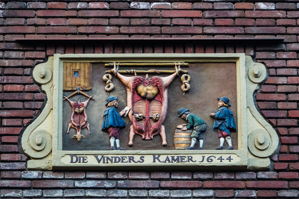 Butchers' inspectors office gable stone in Amsterdam