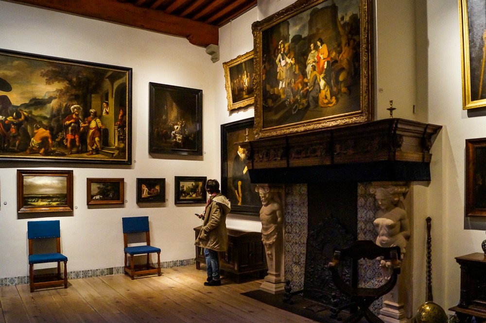 Living room in Rembrandt House Museum in Amsterdam