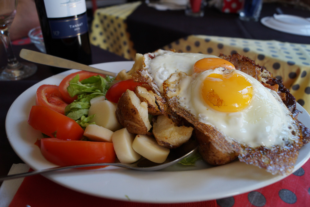 Chivito at El Drugstore Restaurant in Colonia Del Sacramento