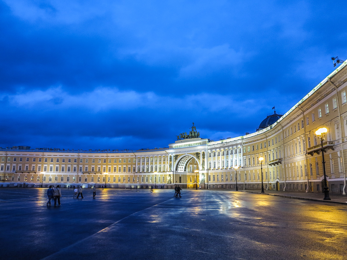 The State Hermitage Museum. The General Staff Building viewed from Dvortsovaya Square.