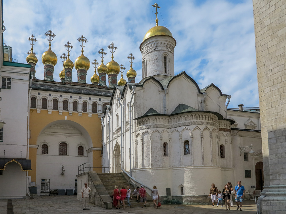 The Church of Laying Our Lady's Holy Robe in the Moscow Kremlin